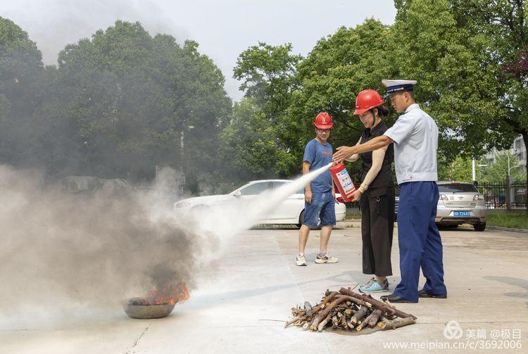 公司开展消防安全培训暨消防演练(图6)