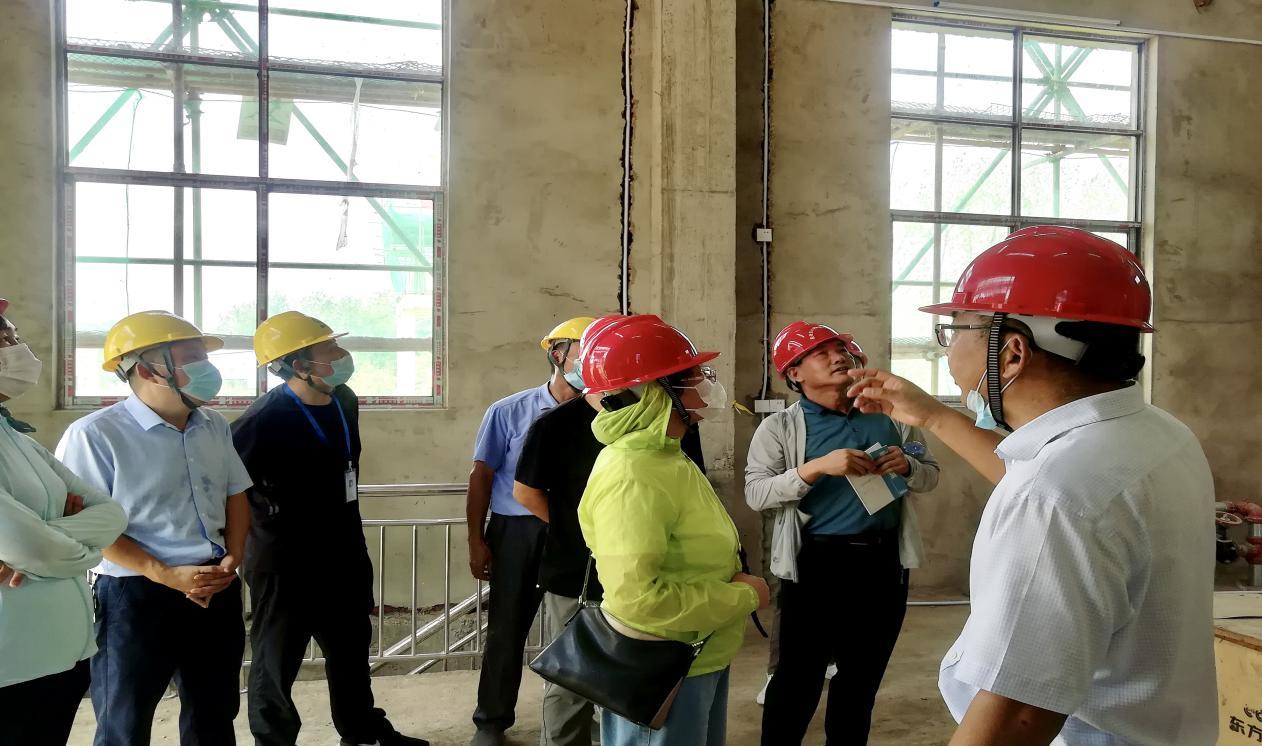 """省水利协会组织专家对公司枞阳项目申报""""安徽省水利建设工程  规范化施工管理工地""""进行现场复核(图2)"""